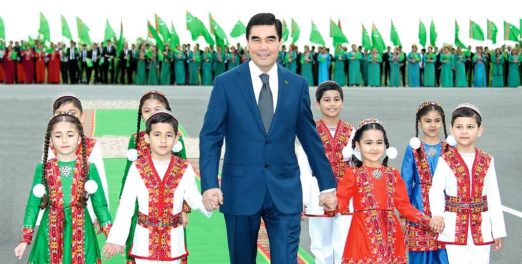 Hormatly Prezidentimiz Gurbanguly Berdimuhamedow Watandaşlarymyzy Türkmenistanyň Konstitusiýasynyň Hem-de Magtymguly Pyragynyň Şygryýet Güni Bilen Gutlady