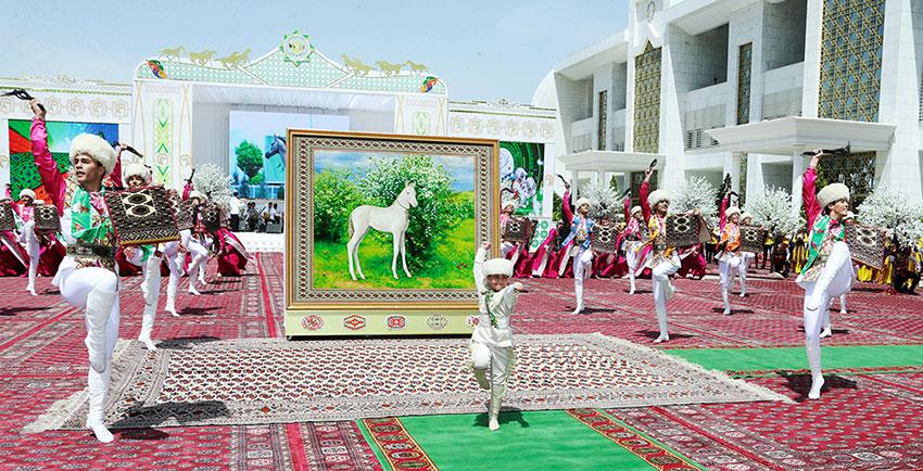 Türkmenistanyň Prezidenti Türkmen Bedewiniň Baýramynyň Hormatyna Geçirilen Dabaralara Gatnaşdy